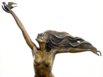 La-femme-est-l-oiseau